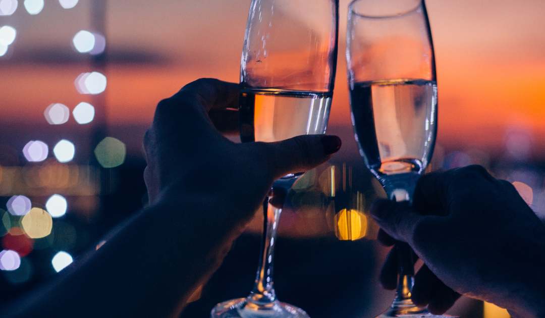 13 Incredibly Cheap Date Night Ideas (You'll Actually Want to Do)